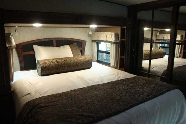 rv-resorts-in-BC-bedroom
