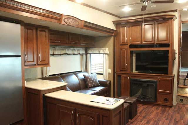 rv-resorts-in-BC-living-room